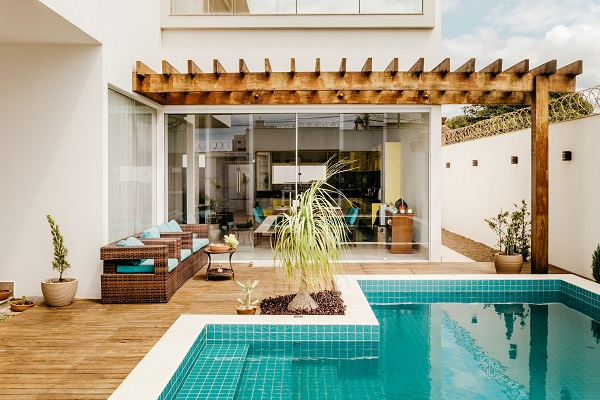 Choosing A Home Pool To Suit Your Home and Lifestyle